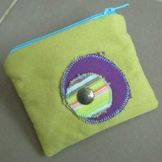 Porte-monnaie avec écusson amovible coloré