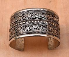 Nepali tibetische Armband, Manschette, ethnische Armband, Nepal, Tibet, Festival Schmuck, Lotus, geschnitzt, Boho Zigeuner Armband, tibetische Silber, Hippie-Armband
