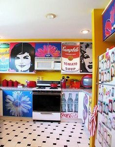 Confession time: I've always wanted a pop-art themed bathroom.but this pop-art kitchen is pretty magnificent in its own right. Kitchen Art, Kitchen Colors, Kitchen Decor, Crazy Kitchen, Nice Kitchen, Kitchen Cabinets, Kitsch, Pop Art Decor, Decoration