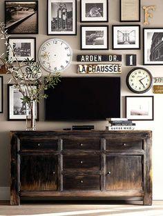 Idee su composizioni di quadri e foto da appendere alle pareti. Consigli ed immagini che suggeriscono in che modo appendere le foto in salone, scale, camera