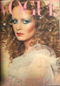Flashback: Vogue Magazine December 1974 Twiggy Cover Twiggy surrounded by stars. Fashion Cover, 70s Fashion, Fashion History, Looks Vintage, Glam Rock, Top Models, Farrah Fawcett, Estilo Twiggy, Charlies Angels