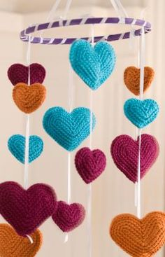 Baby Hearts Mobile. Super cute if you know how to crochet! Detailed instructions here. #DIY #baby