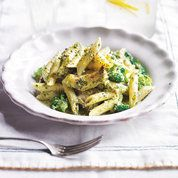 Chicken pesto pasta, 20 minutes, with or without pine nuts, chicken, broccoli, garlic, cheese, black pepper, olive oil