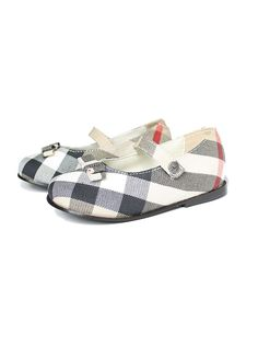Burberry Kids Girls Classic Shoes for Last Modified on Describe Burberry Kids Girls Classic Shoes on LoveKidsZone. Cute Girl Shoes, Little Girl Shoes, Little Baby Girl, Toddler Girl Shoes, Baby Shoes, Girls Shoes, Burberry Kids, Burberry Shoes, Little Girl Fashion