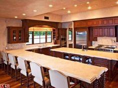 Avril Lavignes Los Angeles Mansion: Kitchen