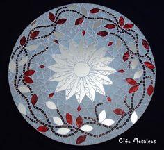 Mirror Mosaic, Mosaic Diy, Mosaic Crafts, Mosaic Projects, Mosaic Glass, Mosaic Tiles, Mosaic Designs, Mosaic Patterns, Mosaic Outdoor Table