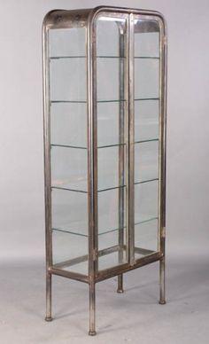 VINTAGE METAL GLASS VITRINE C.1920 : Lot 102