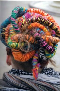 Nester just for you Crazy awesome yarn hair! Faux Dreads, Dreadlocks, Funky Hairstyles, Pretty Hairstyles, Yarn Wig, Yarn Braids, Dread Wraps, Crazy Hair Days, Carnival