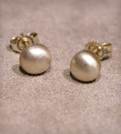 Sterling Silver Rounds Stud Earrings - so simple and elegant