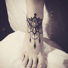 Les tatouages dentelles de Miss Voodoo | Inkage