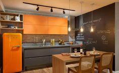 Na hora de decorar a cozinha é possível apostar em itens baratos e que deixam o ambiente aconchegante e receptivo. Confira algumas dicas.