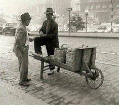 Vendedor de frutas na Rua Formosa em 1952