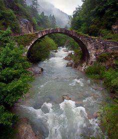 Entrando al valle de Belagua... #Navarra --> http://www.turismo.navarra.es/esp/organice-viaje/recurso/Patrimonio/3067/Valle-de-Belagua.htm (By J. Pérez)