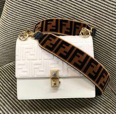 #Guccihandbags - Da Silva - #Da #Guccihandbags #Silva Bolsa Fendi, Luxury Bags, Purses And Bags, My Bags, Fendi Strap, Fendi Clothing, Best Purses, Cute Purses, Clothes Women