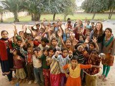 SHAMBALI TRUST is een organisatie in Jodhpur, India. Ik bezocht twee jaar geleden de winkel en heb groot ingeslagen. Want ze verkopen leuke dingen met een goed doel: namelijk vrouwen een ambacht leren, werk verschaffen en daarmee meer zelfvertrouwen en een beter leven! Bezoek de Boutique in het centrum van Jodhpur: Killikhana, vlakbij de Clocktower.