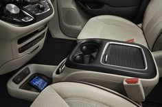 chrysler pacifica images
