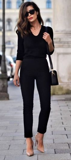 Fall fashion 2017 How to be Parisian French women style all black everything + nude heels business outfit Summer Work Outfits, Casual Work Outfits, Mode Outfits, Work Casual, Casual Chic, Fashion Outfits, Classy Chic, Work Attire, Fashion Heels