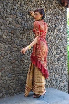 Asian fashion and style clothes in Batik indonesia fashion and style clothes 2012 Kebaya Lace, Kebaya Dress, Kebaya Brokat, Muslim Fashion, Asian Fashion, Latest Fashion Dresses, Fashion Outfits, Women's Fashion, Fashion Trends