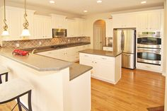 Double oven, large kitchen