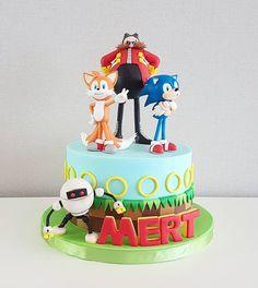 Hedgehog Cupcake, Sonic The Hedgehog Cake, Hedgehog Birthday, Sonic Birthday Cake, 6th Birthday Cakes, Superhero Birthday Cake, Cadbury Chocolate Buttons, Nutella Chocolate Cake, Bolo Sonic