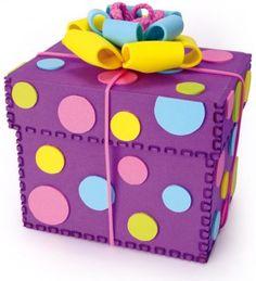 Caja de regalo hecha de foami