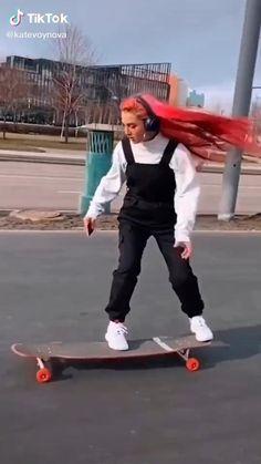 Skateboard Boy, Skateboard Videos, Skateboard Design, Skate Longboard, Longboard Cruiser, Skater Girl Style, Skater Girl Outfits, Skates, Long Skateboards