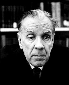"""""""De todos los instrumentos del hombre, el más asombroso es, sin duda, el libro. Los demás son extensiones de su cuerpo. El microscopio, el telescopio, son extensiones de su vista; el teléfono es extensión de la voz; luego tenemos el arado y la espada, extensiones del brazo. Pero el libro es otra cosa: el libro es una extensión de la memoria y la imaginación"""". Jorge Luis Borges (Argentina, 1899-1986)"""