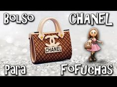 how to: mini Chanel inspired handbag Tiny Treasures, Doll Tutorial, Barbie House, Diy Dollhouse, Doll Crafts, Fabric Dolls, Craft Tutorials, Backpack Purse, Mini Bag