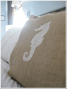 DIY  Painted Burlap pillows using FREEZER PAPER!!!!!  TUTORIAL