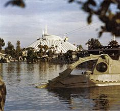 See old Disney World photos from the early days of the park. Vintage pictures of the Magic Kingdom when it first opened in Disney Day, Old Disney, Disney Parks, Walt Disney World, Disney Stuff, Disney Images, Disney Pictures, Finding Nemo Submarine Voyage, Vintage Disneyland