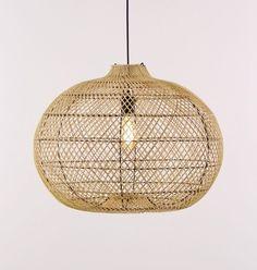Hanglamp rotan riet in de kleur bruin Hoogte 70 - 170 cm   Dia. lamp 60 cm   Hoogte lamp 50 cm Exclusief lichtbron max. 1 x 40watt E27 ( grote fitting ) Geeft een sfeervol effect met een heldere lichtbron Geschikt voor een LED lamp Zeer goed leeslicht met de juiste lichtbron Eventueel dimbaar met een wanddimmer. Afhankelijk welke lichtbron u hier in plaatst In hoogte instelbaar Zen Room, Kidsroom, Led Lamp, Saree Jackets, Ceiling Lights, Pendant, Dining Room, Design, Home Decor