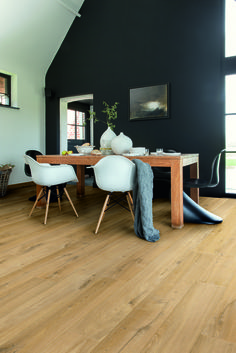 Create a sophisticated new look in your home or office with superb Quickstep Impressive Soft Oak Natural laminate flooring. Each oak effect wide plank is designed with realistic wood grain patterns. Enjoy the flooring for longer with a 25 year warranty, a Home Design Decor, House Design, Home Decor, Room Inspiration, Interior Inspiration, Sweet Home, Black Walls, My New Room, Interiores Design