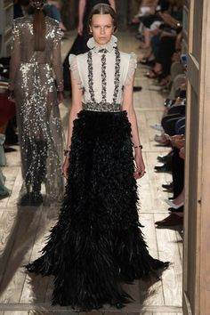 See All The Runway Looks From Valentino Couture Fall 2016 Style Couture, Couture Fashion, Runway Fashion, High Fashion, Fashion Show, Fashion Design, Valentino Couture, Ellie Saab, Collection Couture
