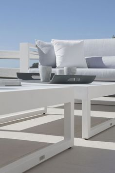 Manutti // White outdoor sofa with side table. White: simple, sophisticated, stylish without showing off. We love it - Fuse Collection #outdoorfurniture #outdoorluxury Outdoor Sofa Sets, Outdoor Furniture, Outdoor Decor, Modular Sofa, Sofa Design, Sofas, Textiles, Concept, Luxury