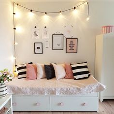 One Room Living How To your Hostel Room Teen Room Decor Ideas Hostel Living Room Cute Room Decor, Teen Room Decor, Room Ideas Bedroom, Bedroom Themes, Cozy Bedroom, Modern Bedroom, Contemporary Bedroom, Bed Room, Trendy Bedroom