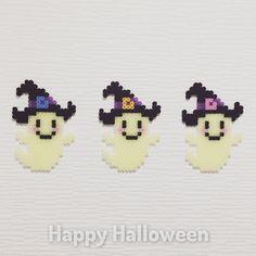 【Perler Beads / パーラービーズ】 . Happy Halloween ハッピー ハロウィン ♫ . #パーラービーズ #perlerbeads #perler #beads #perlerart #アイロンビーズ #halloween #happyhalloween #october31 #ghosts #boo