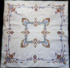 Vintage cross stitch nappe avec des fleurs