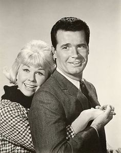 """The Thrill of it All"" ~ darling movie. Doris Day and James Garner Golden Age Of Hollywood, Hollywood Stars, Classic Hollywood, Old Hollywood, Hollywood Icons, Hollywood Actresses, Classic Movie Stars, Classic Movies, Dory"