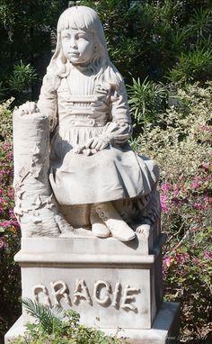 Google Image Result for http://www.bunkycooks.com/wp-content/uploads/2011/03/Bonaventure-Cemetery-4-2.jpg