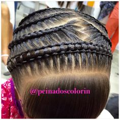 La bella trenza pasa cinta en diadema hermosa para las nenas y también para las mamitas Little Girl Hairstyles, Pretty Hairstyles, Long Hair Designs, Ariel Hair, Natural Hair Styles, Long Hair Styles, American Hairstyles, Braids For Kids, Undercut Hairstyles