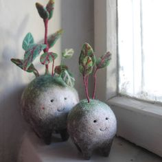 Cute little needle felted plant creatures!Felt Art Crafts and Pics of Felt Craft Projects Patterns.Useless but cute 🙂I don't know why but they are super cute!
