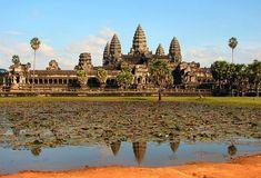Circuit au Cambodge. Le temple d'Angkor Vat, classé au patrimoine mondial, est la principale attraction touristique du pays.