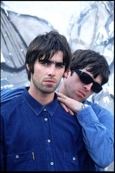 Find images and videos about oasis and noel gallagher on We Heart It - the app to get lost in what you love. Lennon Gallagher, Noel Gallagher, Oasis Brothers, Oasis Live Forever, Liam Oasis, Blur Band, Oasis Band, Liam And Noel, Britpop