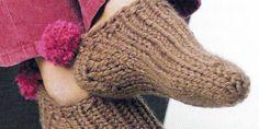 Pantuflas tejidas con pompón