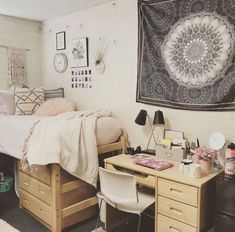 20 College Dorm Room Ideas to Channel Your Inner Minimalist With The hardest part of decorating your college dorm has gotta be coming up with ideas! Well no worries, because this list of minimalist dorm room ideas is just the inspiration you need! Minimalist Dorm, Room, Dorm Room Inspiration, Dorm Room Essentials, Dorm Rooms, Minimalist Bedroom, College Room, Room Decor, Dorm Room Designs