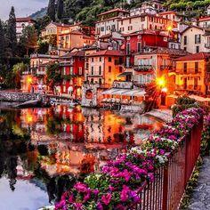 Варенна у озера Комо | Италия.  Озеро Комо (итал. Lago di Como), реже Ларио (Lario, от лат. Larius), — третье по величине озеро Италии (длина 47 км, ширина до 4 км), одно из самых глубоких в Европе (до 410 м).  Берега озера покрыты буйной растительностью, среди которой преобладают виноградные лозы, смоковница, гранатовое дерево, олива, каштан, олеандр, лавр, кипарис, мирта, и др.  Варенна – курортный городок на берегу озера Комо в провинции Лекко, расположенный в 60 км к северу о...