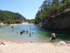 Camping U Ponte Grossu -Solenzara - Bavella is prachtig gelegen direct aan de rivier de Solenzara met veel schaduw plaatsen. Met werkelijk e...