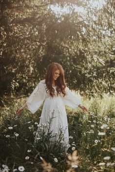 Jeremy and Audrey Roloff Maternity Photoshoot in flower fields - flower crown - maternity dress - prayer for future daughter aujpoj.com #maternityphotography,