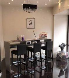 Resultado de imagen para bar a ongles Nail Salon Decor, Nail Salons, Nail Shop, Nail Bar, Salon Ideas, Spas, Room Ideas, Dining Room, Boutique