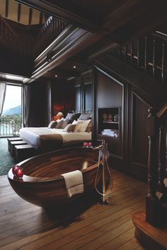 I love this bathtub! Gorgeous, but needs to be bigger